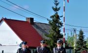 Gminny Dzień Strażaka - uroczyste zawieszenie flagi państwowej na maszcie.
